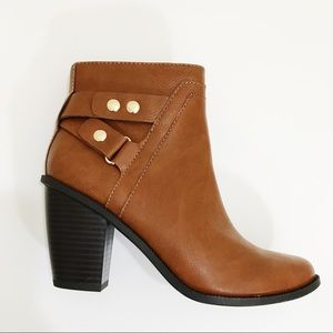 NWT Bar III Dove Ankle Booties